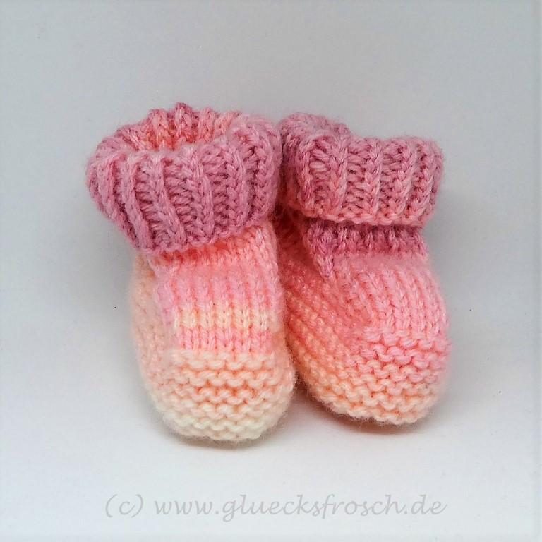 Kleinesbild - Babyschuhe rosa mit zartem Muster