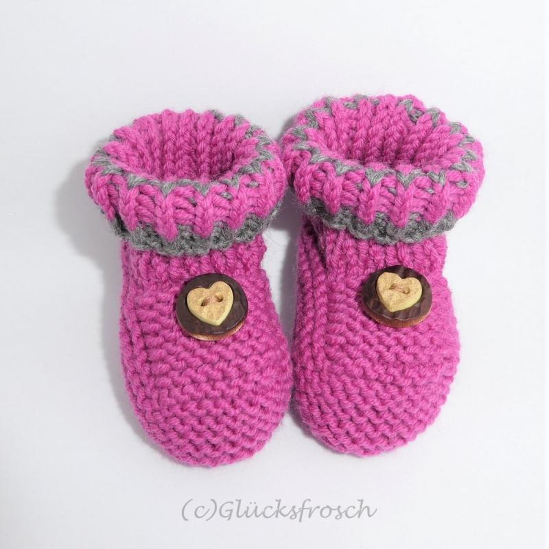 - Babyschuhe,Babystiefel, handgestrickt, dunkelrosa mit Herz, 9 cm Fußsohlenlänge, - Babyschuhe,Babystiefel, handgestrickt, dunkelrosa mit Herz, 9 cm Fußsohlenlänge,
