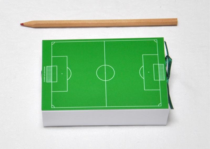 Geschenkschachtel Geldgeschenk Fussball Fussballfeld