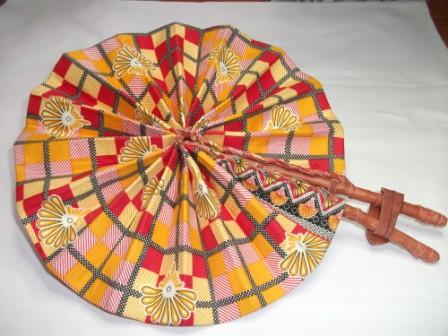 - Handgefertigter afrikanischer Fächer - in Leder gebunden  - Handgefertigter afrikanischer Fächer - in Leder gebunden