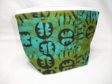 Kleinesbild - Kleine Tasche genäht aus afrikanischem Batikstoff in Grüntönen