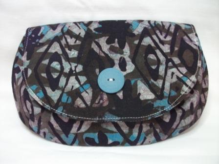 - Tolle Clutch aus gebatikter Baumwolle in Blau und Schwarz, handgenäht - Tolle Clutch aus gebatikter Baumwolle in Blau und Schwarz, handgenäht