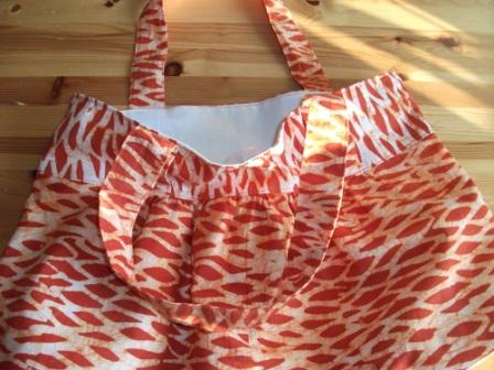 Kleinesbild - Großzügige Tasche aus afrikanischem Batikstoff in Orange und Weiss