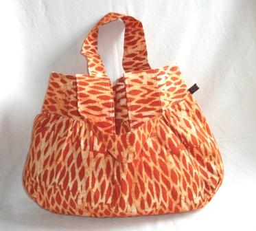 - Großzügige Tasche aus afrikanischem Batikstoff in Orange und Weiss - Großzügige Tasche aus afrikanischem Batikstoff in Orange und Weiss