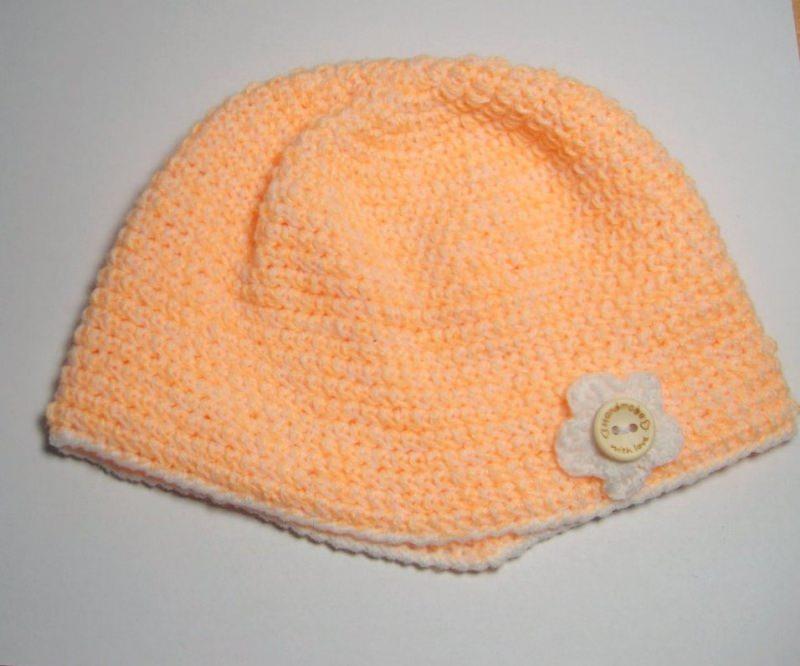 - Babymütze KU 37 cm, apricot mit weißem Rand und kleiner Blüte - Babymütze KU 37 cm, apricot mit weißem Rand und kleiner Blüte