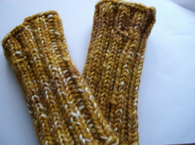 Kleinesbild - Armstulpen/Handstulpen/Pulswärmer, hellbraun-beige, mit Daumenloch