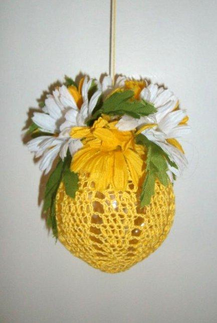 - Gehäkelte Dekokugel mit Sommerblumen, sonnengelb,  zum Hängen   - Gehäkelte Dekokugel mit Sommerblumen, sonnengelb,  zum Hängen