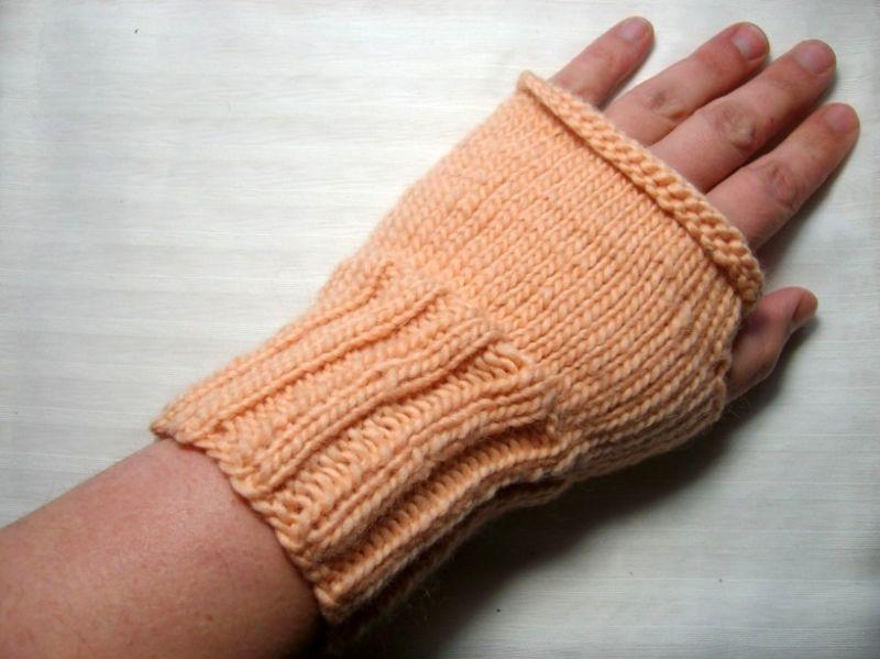 - Armstulpen/Handstulpen/Pulswärmer, hautfarben, mit Daumenloch  - Armstulpen/Handstulpen/Pulswärmer, hautfarben, mit Daumenloch
