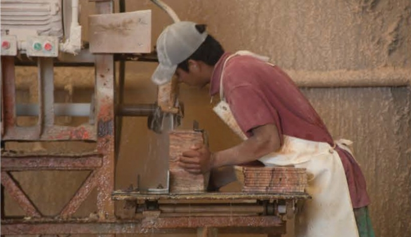 Kleinesbild - Exklusiv: Rechteckige handgearbeitete Designer Deko Tischlampe aus mexikanischem Onyx Marmor (Naturstein) in seltenem ONYX