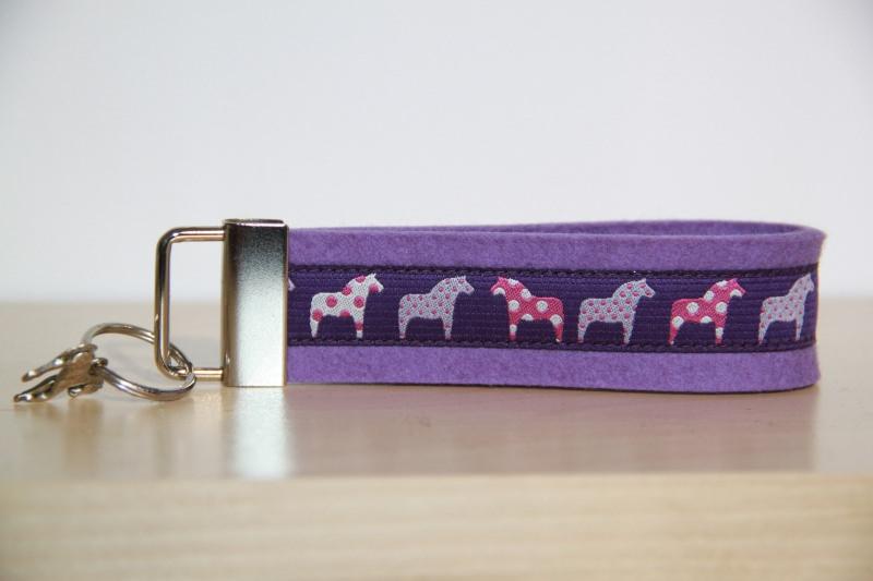 Kleinesbild - Schlüsselanhänger Dala Pferde, Pferd, lila, blau, türkis, braun, rot,