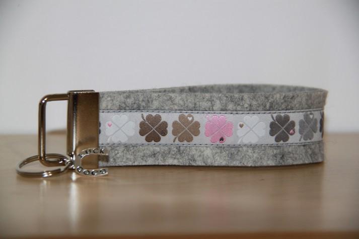 Kleinesbild - Schlüsselanhänger Klee, Kleeblatt, Glücksklee, grau, rosa, mint