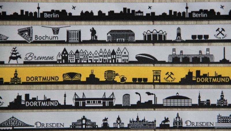 Kleinesbild - Schlüsselanhänger LIEBLINGSSTADT 100% Wollfilz, Farbe und Skyline aus 50 Städten wählbar