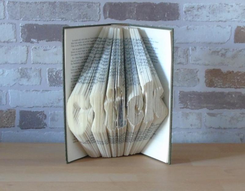 - gefaltetes Buch - Glück // Dekoration // Geschenk // Bookfolding // Freundschaft // Buchkunst  - gefaltetes Buch - Glück // Dekoration // Geschenk // Bookfolding // Freundschaft // Buchkunst