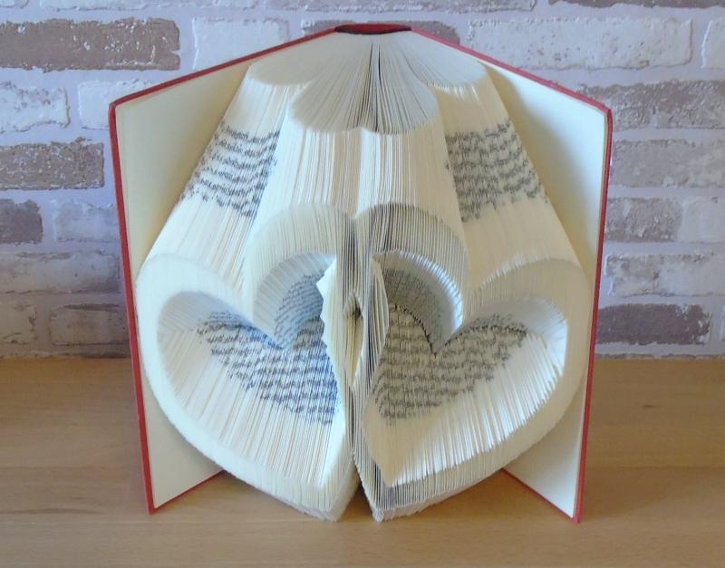 Kleinesbild - gefaltetes Buch - verschlungene Herzen // Buchkunst // Dekoration // Geschenk // Hochzeit // Liebe // Freundschaft // Bookfolding