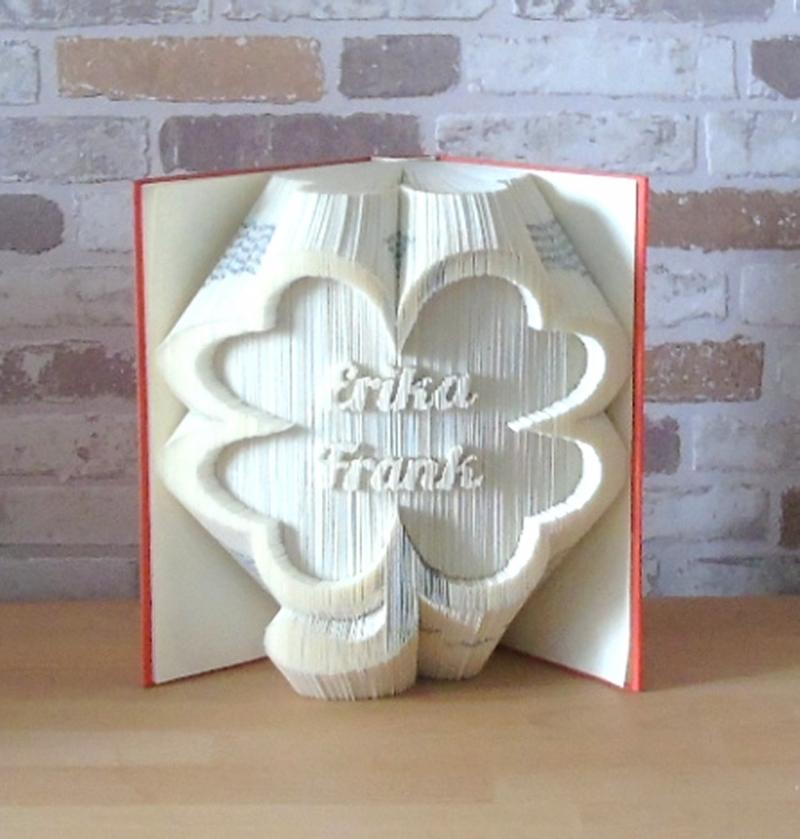 Kleinesbild - gefaltetes Buch - Kleeblatt mit Namen // Buchkunst // Bookfolding // Geschenk // Glück // Freundschaft // Dekoration