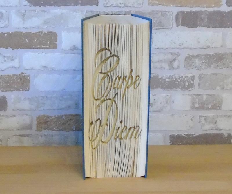 - gefaltetes Buch - Carpe Diem // Buchkunst // Bookfolding // Dekoration // Geschenk // Aufmunterung // Freundschaft - gefaltetes Buch - Carpe Diem // Buchkunst // Bookfolding // Dekoration // Geschenk // Aufmunterung // Freundschaft