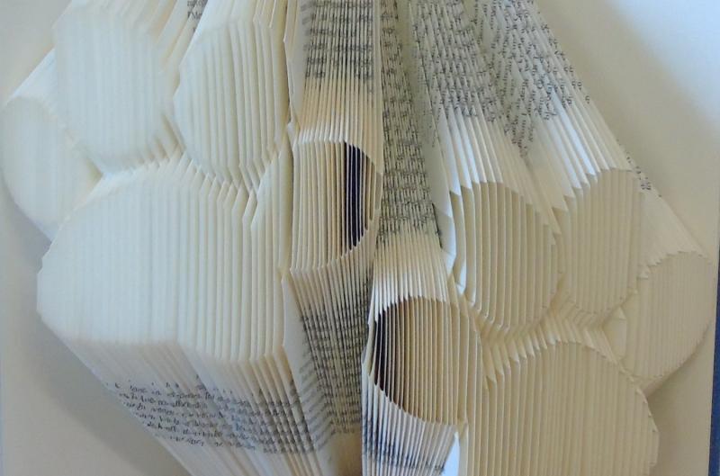 Kleinesbild - gefaltetes Buch - Pfoten // Buchkunst // Bookfolding // Book Art // Dekoration // Geschenk für Sie // Geschenk für Ihn // Hunde