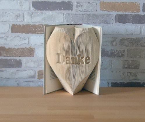 - gefaltetes Buch - Danke in Herz // Buchkunst // Bookfolding // Geschenk // Dekoration // Muttertag // Valentinstag - gefaltetes Buch - Danke in Herz // Buchkunst // Bookfolding // Geschenk // Dekoration // Muttertag // Valentinstag