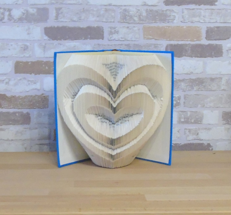 Kleinesbild - gefaltetes Buch - Zwei Herzen // Buchkunst // Bookfolding // Dekoration // Geschenk // Hochzeit // Valentinstag // Liebe