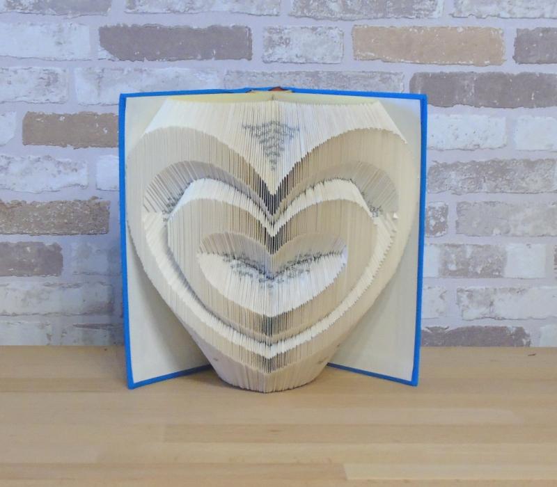 - gefaltetes Buch - Zwei Herzen // Buchkunst // Bookfolding // Dekoration // Geschenk // Hochzeit // Valentinstag // Liebe - gefaltetes Buch - Zwei Herzen // Buchkunst // Bookfolding // Dekoration // Geschenk // Hochzeit // Valentinstag // Liebe
