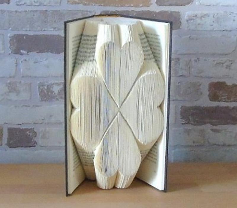 Kleinesbild - gefaltetes Buch - Kleeblatt // Glück // Buchkunst // Bookfolding // Book Art // Dekoration // Geschenk // Geburtstag // Buchfalten