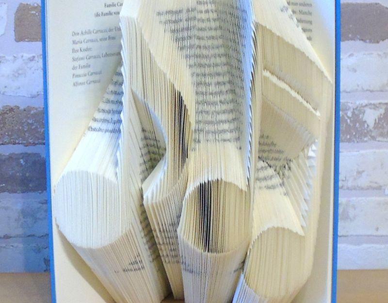 Kleinesbild - gefaltetes Buch - Noten // Buchkunst // Bookfolding // Geschenk // Musikliebhaber // Notenschlüssel // Freundschaft // Book Art