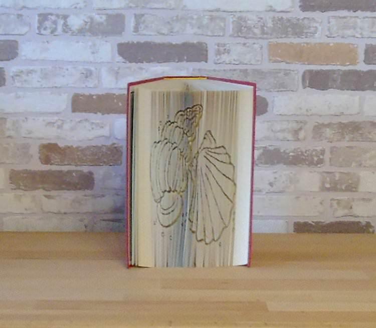 - gefaltetes Buch - Muscheln // Buchkunst // Bookfolding // Geschenk // Dekoration // Urlaub // Strand - gefaltetes Buch - Muscheln // Buchkunst // Bookfolding // Geschenk // Dekoration // Urlaub // Strand