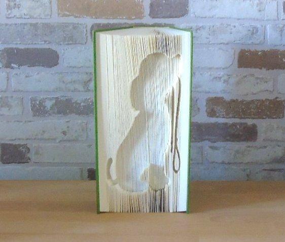Kleinesbild - gefaltetes Buch - sitzender Hund mit Leine // Buchkunst // Bookfolding // Geschenk // Dekoration // Hundeliebhaber