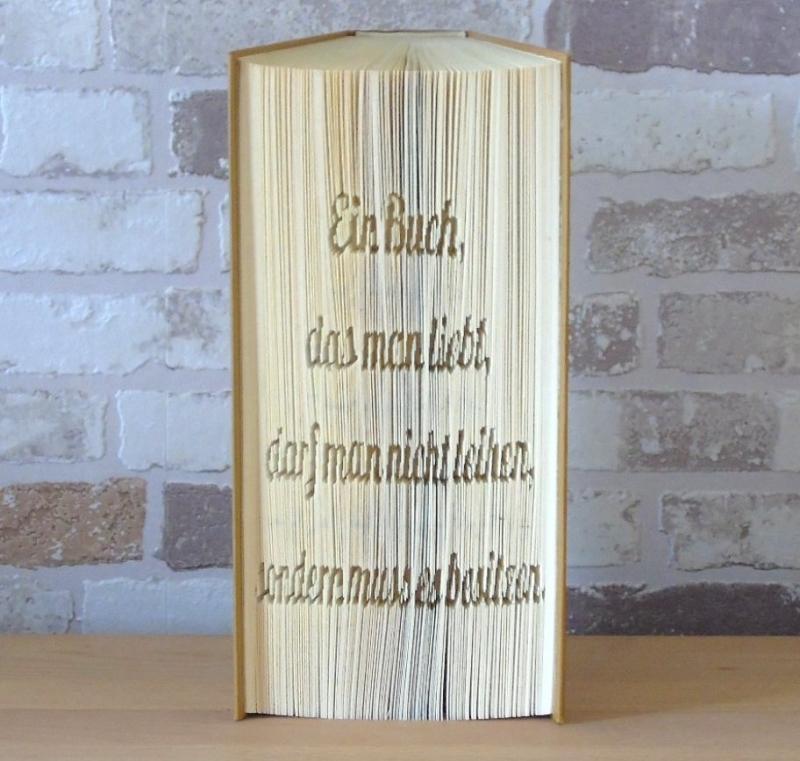 Kleinesbild - gefaltetes Buch - Spruch: Ein Buch das man liebt, darf man nicht leihen, man muss es besitzen