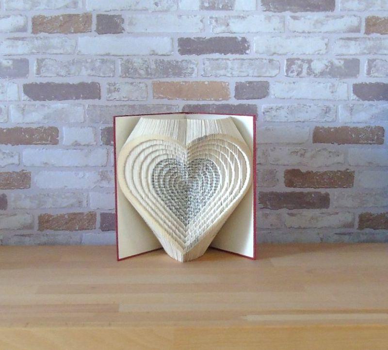- gefaltetes Buch - Herzen 3D // Buchkunst // Bookfolding // Liebe // Hochzeit // Valentinstag // Muttertag - gefaltetes Buch - Herzen 3D // Buchkunst // Bookfolding // Liebe // Hochzeit // Valentinstag // Muttertag