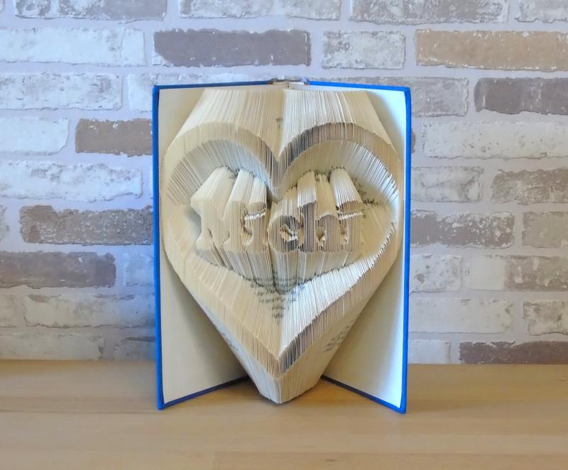 - gefaltetes Buch - Name im Herz // Buchkunst // Bookfolding // Dekoration // Geschenk // Geburtstag // Valentinstag // Liebe // Namenstag - gefaltetes Buch - Name im Herz // Buchkunst // Bookfolding // Dekoration // Geschenk // Geburtstag // Valentinstag // Liebe // Namenstag