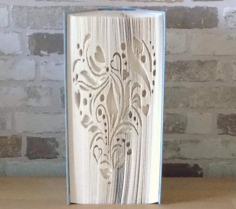 Kleinesbild - gefaltetes Buch - Herz Ornament // Buchkunst // Bookfolding // Book Art // Geschenk // Liebe // Geburtstag // Dekoration