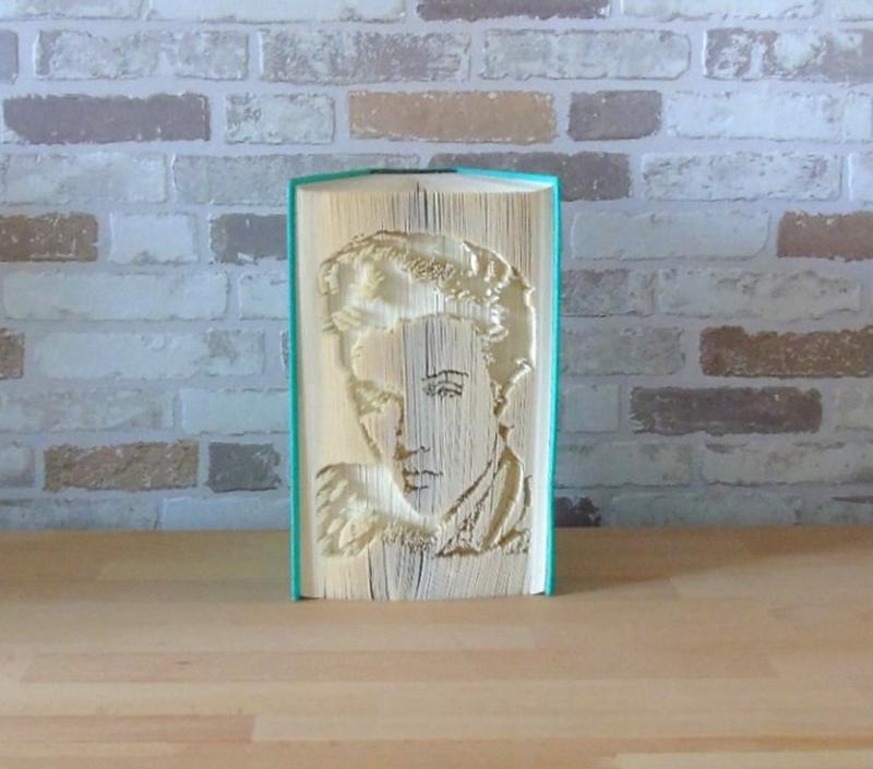 Kleinesbild - gefaltetes Buch - Elvis Portrait // Buchkunst // Buchfalten // Bookfolding // Dekoration // Musikliebhaber // Elvisfan