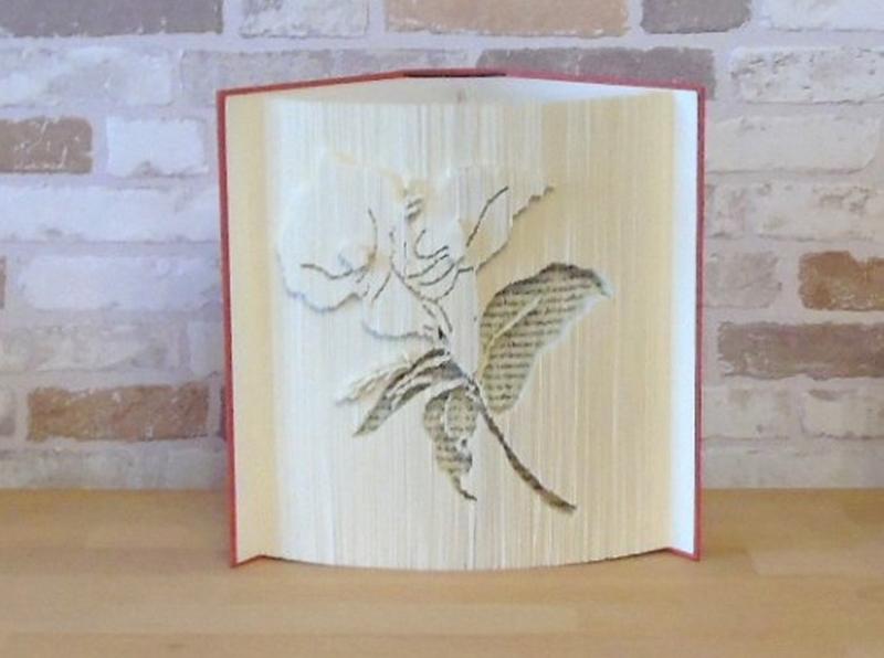 - gefaltetes Buch - Lilie // Buchkunst // Bookfolding // Buchfalten // Dekoration // statt Blumen // Blumenliebhaberin // Leseratte - gefaltetes Buch - Lilie // Buchkunst // Bookfolding // Buchfalten // Dekoration // statt Blumen // Blumenliebhaberin // Leseratte