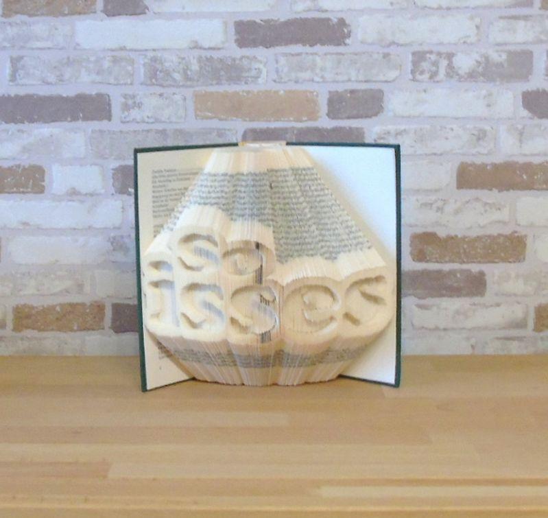 - gefaltetes Buch - so isses // Buchkunst // Buchfalten // Bookfolding // Book Art // Geschenk // Dekoration - gefaltetes Buch - so isses // Buchkunst // Buchfalten // Bookfolding // Book Art // Geschenk // Dekoration