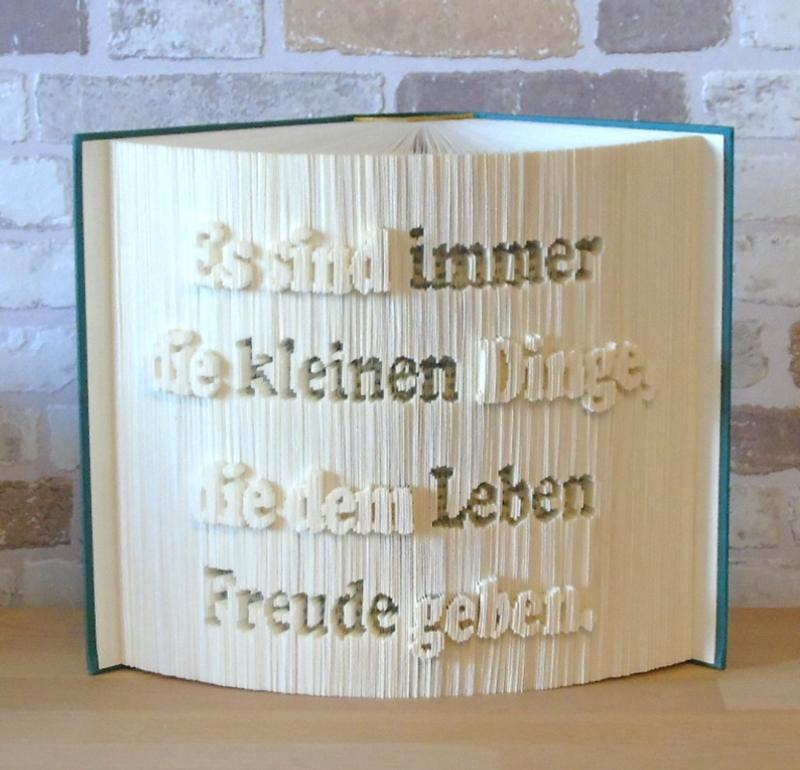 Kleinesbild - gefaltetes Buch - Es sind die kleinen Dinge, die dem Leben Freude geben // Buchkunst // Bookfolding // Dekoration // Spruch im Buch