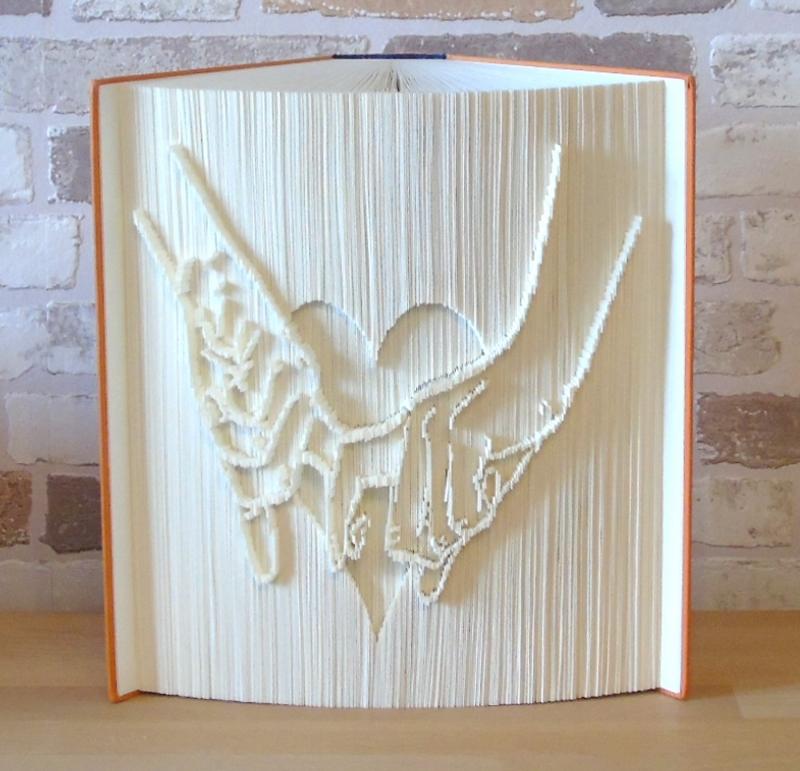 Kleinesbild - gefaltetes Buch - verliebt // Buchkunst // Bookfolding // Dekoration // Geschenk // Hände // Herz // Liebe