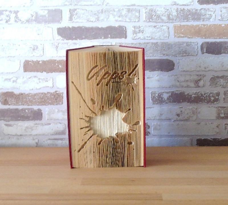 - gefaltetes Buch - Upps! // Buchkunst // Bookfolding // Dekoration // Geschenk // Tintenklecks // Leseratte - gefaltetes Buch - Upps! // Buchkunst // Bookfolding // Dekoration // Geschenk // Tintenklecks // Leseratte