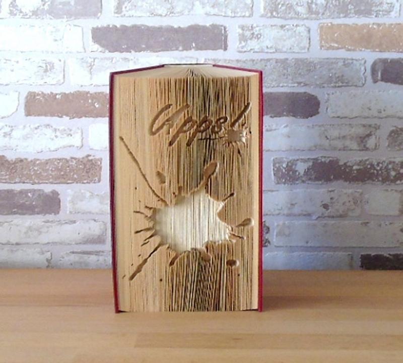 Kleinesbild - gefaltetes Buch - Upps! // Buchkunst // Bookfolding // Dekoration // Geschenk // Tintenklecks // Leseratte