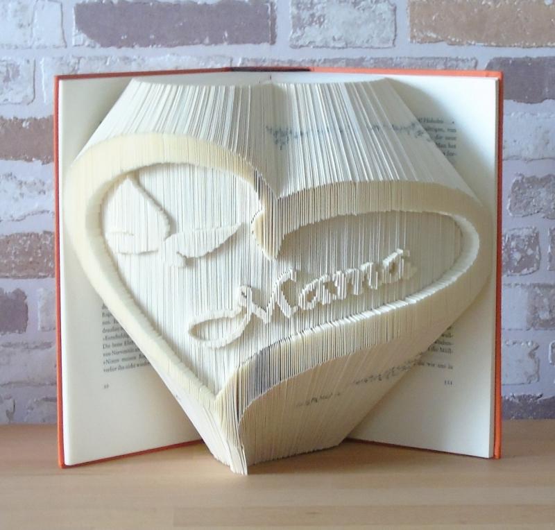 Kleinesbild - gefaltetes Buch - Mama Herz // Buchkunst // Bookfolding // Dekoration // Geschenk // Muttertag // Danke