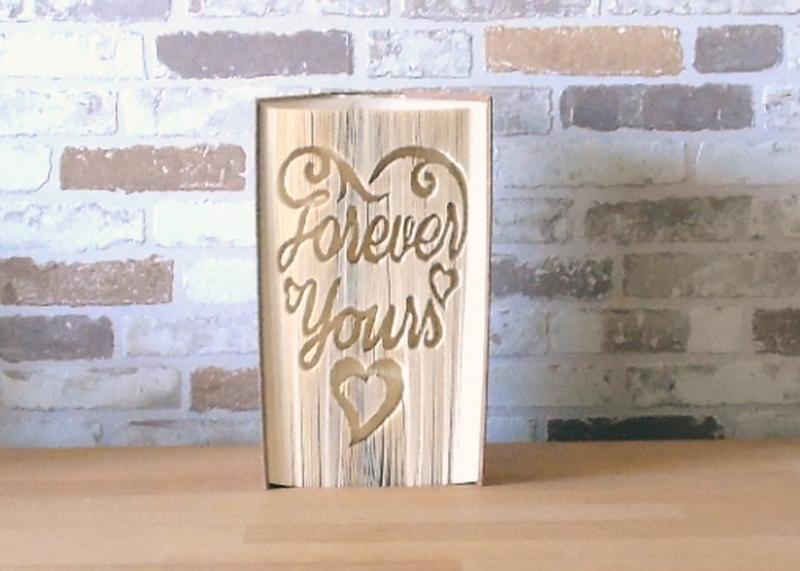 - gefaltetes Buch - Forever yours // Buchkunst // Bookfolding // Dekoration // Geschenk // Liebe // Hochzeit // Valentinstag - gefaltetes Buch - Forever yours // Buchkunst // Bookfolding // Dekoration // Geschenk // Liebe // Hochzeit // Valentinstag