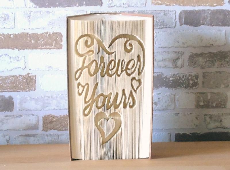 Kleinesbild - gefaltetes Buch - Forever yours // Buchkunst // Bookfolding // Dekoration // Geschenk // Liebe // Hochzeit // Valentinstag