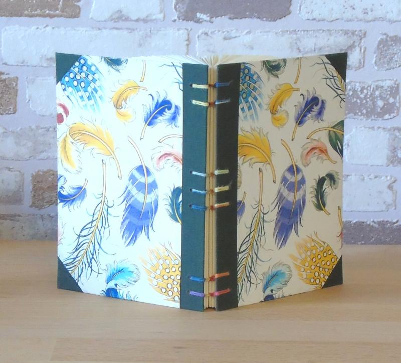 Kleinesbild - gefaltetes Buch - Herz mit Herzchen in einem handgebunden Notizbuch // Buchkunst // koptische Bindung // Dekoration // Geschenk // Liebe