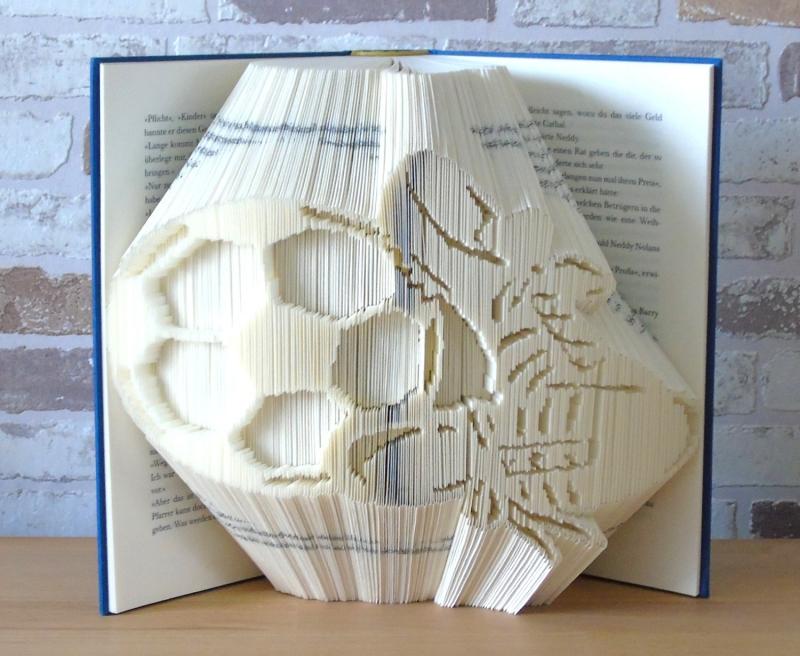Kleinesbild - gefaltetes Buch - Fußball mit Schuhen // Buchkunst // Dekoration // Fußballfan // Sport // Geschenk // Bookfolding