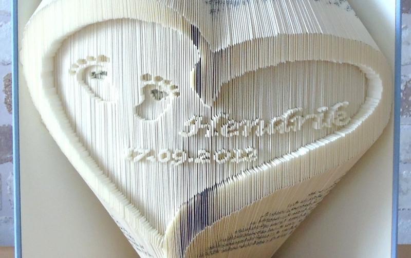 Kleinesbild - gefaltetes Buch - Herz mit Babyfüßchen, Name und Datum zur Geburt // Buchkunst // Geschenk // Geburt // Taufe // Dekoration