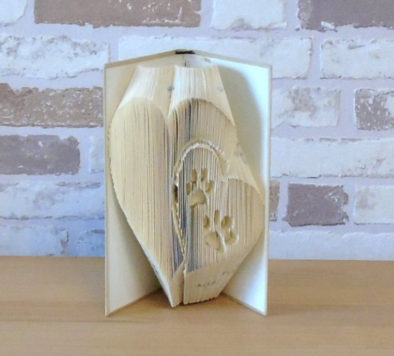 Kleinesbild - gefaltetes Buch - Herzen mit Pfotenabdücken - Kleinformat // Buchkunst // Dekoration // Bookfolding // Geschenk // Hundeliebhaber