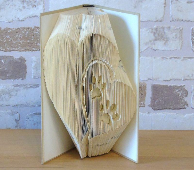 - gefaltetes Buch - Herzen mit Pfotenabdücken - Kleinformat // Buchkunst // Dekoration // Bookfolding // Geschenk // Hundeliebhaber - gefaltetes Buch - Herzen mit Pfotenabdücken - Kleinformat // Buchkunst // Dekoration // Bookfolding // Geschenk // Hundeliebhaber