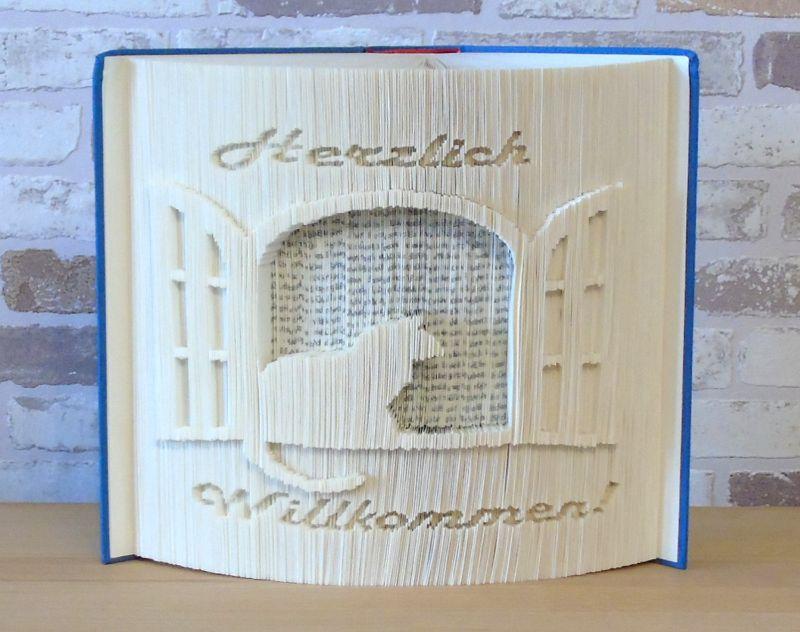 Kleinesbild - gefaltetes Buch - Herzlich Willkommen mit Katze am Fenster // Buchkunst // Dekoration // Geschenk // Neues Heim // Book Art