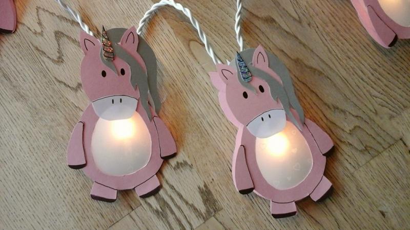 - Lichterkette Einhorn, gebastelt aus verschiedenen Papieren , für den Innenbereich   - Lichterkette Einhorn, gebastelt aus verschiedenen Papieren , für den Innenbereich