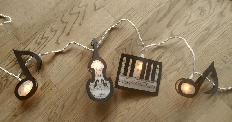 Kleinesbild - Lichterkette Musik, gebastelt aus verschiedenen Papieren, für den Innenbereich
